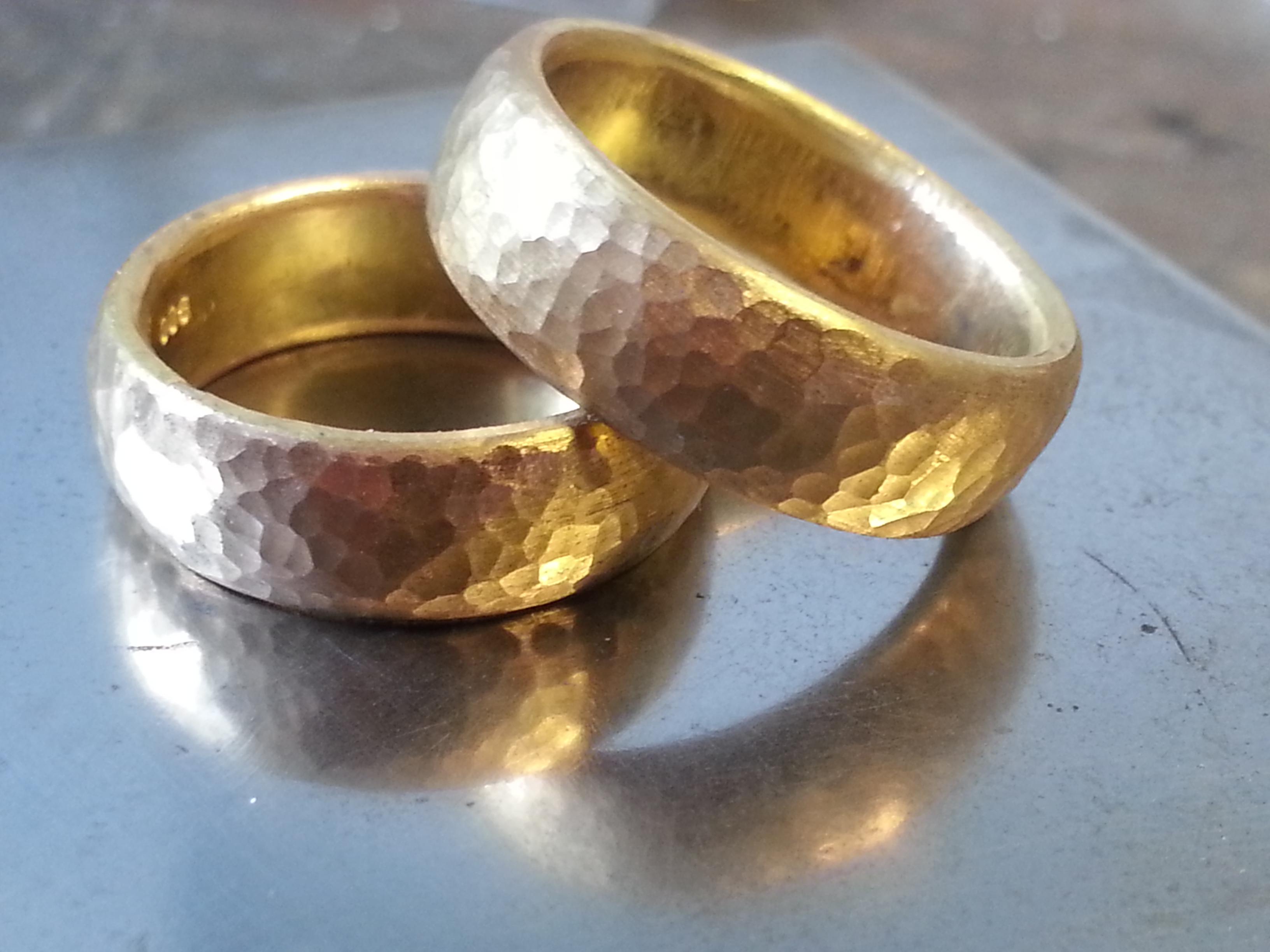 Handgeschmiedete Eheringe von Goldschmiede Thein